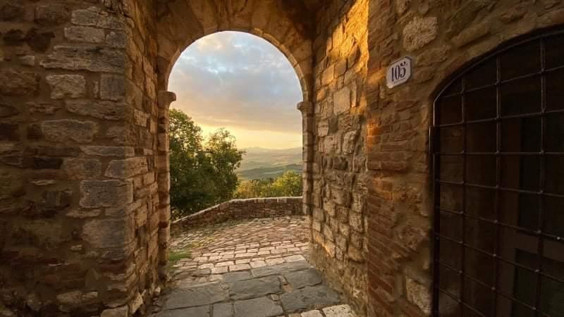 La porta di Bagno Vignoni (foto di Angelo Lunardi)