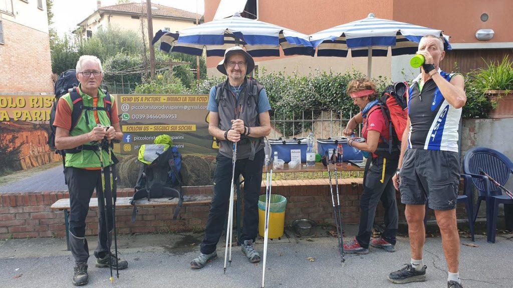 Piccolo ristoro di Via Parini: bibite e spuntini gratuiti per i pellegrini sulla Via Francigena