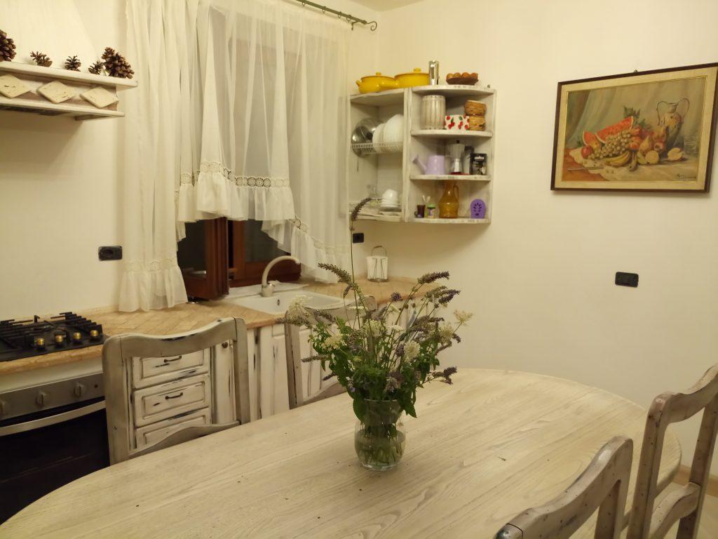 Radicofani: cucina casa ANIMRUS