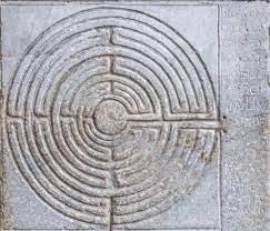 Il labirinto in pietra esposto nella cattedrale di San Martino