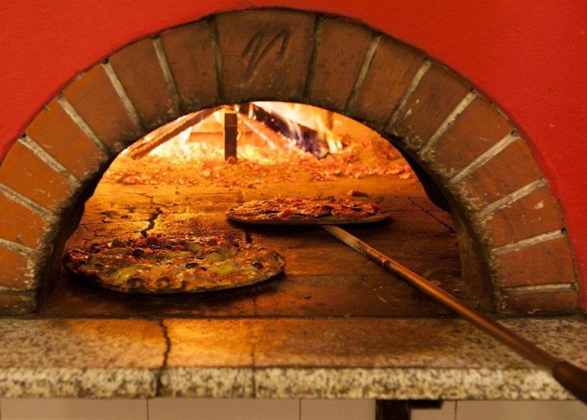 Pizzeria dal Ciaccia a Lucca, sull'itinerario della via francigena toscana