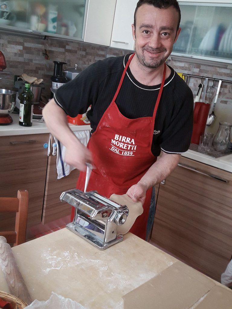 Alan cuoco presso il B&B il tempo del vento