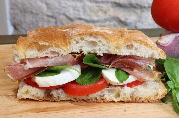 Vinaio di San Giminiano panini con salumi locali
